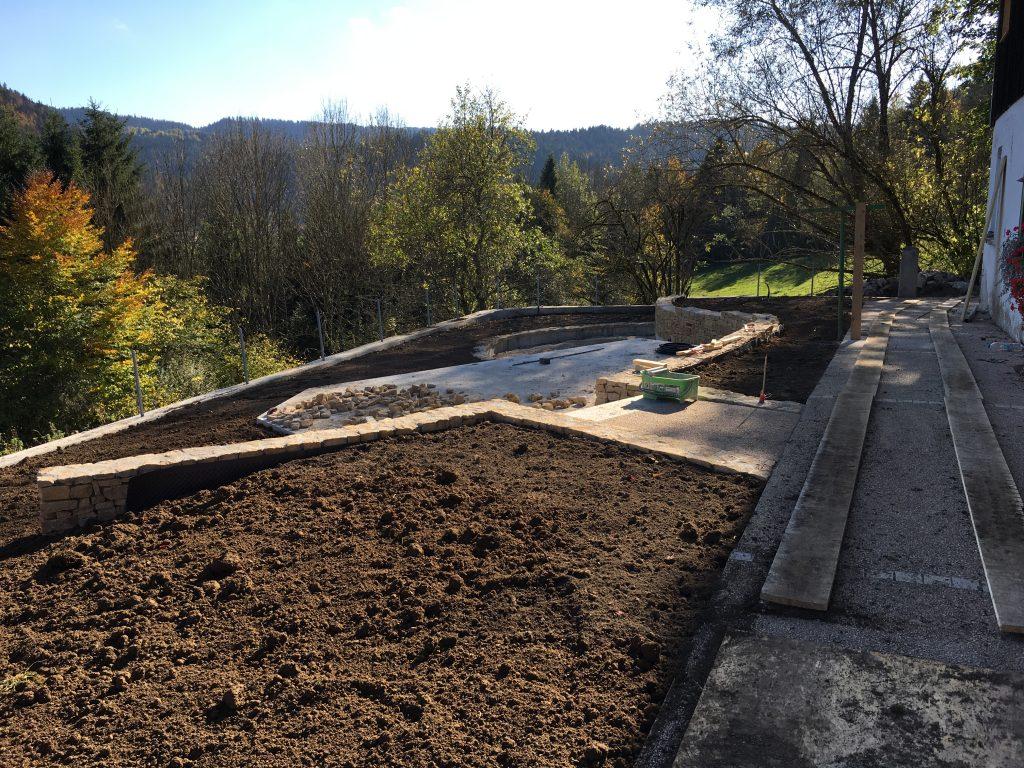 Implantation de a terrasse et murs en pierres sèches